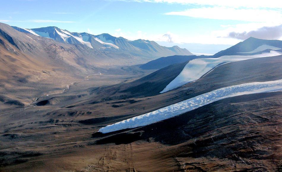 Die Trockentäler liegen nahe beim McMurdo Sound in der antarktischen Rossmeerregion. Sie gelten als eine der trockensten und lebensfeindlichsten Plätze des Planeten. Obwohl mehrere Gletscher in die Täler fliessen, gibt es praktisch kein Wasser. Bild: Oceanwide Expeditions