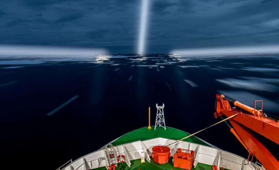 Nächtliche Fahrt durch das Amundsenmeer. Foto: Thomas Ronge