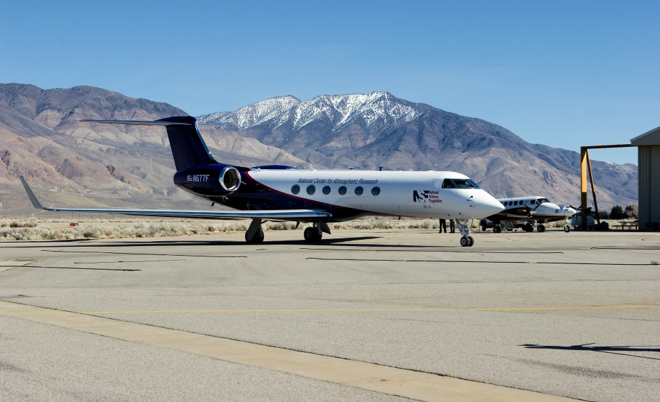 Die NSF/NCAR Gulfstream V ist eine topmodernes Observationsflugzeug, welches mit Instrumenten an Bord gemischt-phasige Wolken (Eis und Wasser) und superkalte Wolken (nur Wasser) über dem Südpolarmeer in diesem Sommer untersuchen wird. Bild: ©UCAR, licensed under a Creative Commons Attribution-NonCommercial 4.0 International (CC BY-NC 4.0) License, via OpenSky
