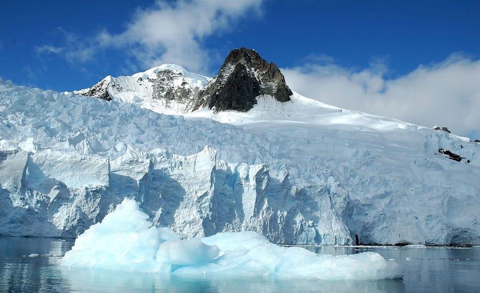 Der antarktische Eisschild besteht tatsächlich aus zwei Teilen, einem westlichen und einem östlichen. Bisher ging man davon aus, dass der westliche Teil stärker abschmilzt als der letztere. Rignot und seine Kollegen sind nun zu einem anderen Ergebnis gekommen. Bild: Michael Wenger