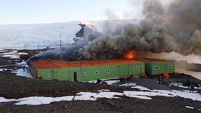 Feuer in der Station Comandante Ferraz