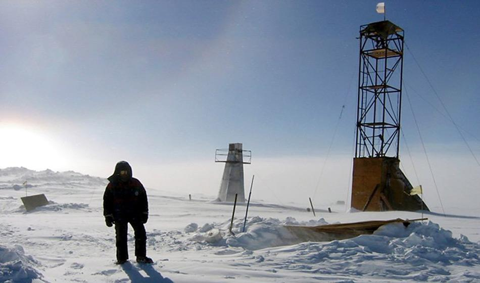 Am 21. Juli 1983 wurde eine Temperatur von −89,2 °C gemessen. Dies stellt die tiefste gemessene Temperatur auf der Erde dar, weshalb die Station auch als «Kältepol» bezeichnet wird.