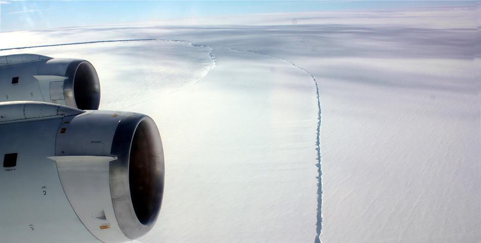 Innerhalb des amerikanische «IceBridge» Programm wurde der Pine Island Gletscher mehrmals mit Flugzeugen überflogen.
