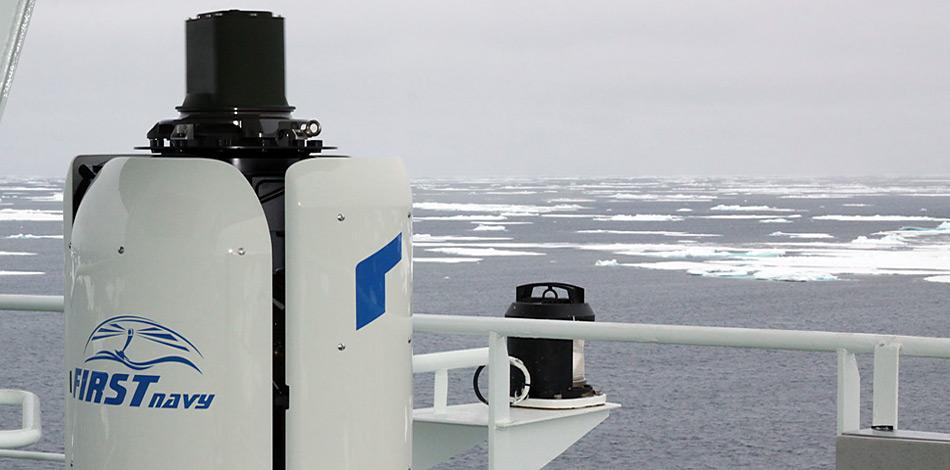 Der «FIRST Navy» Wärmebildgeber wurde im Krähennest der «Polarstern» in einer Höhe von ca. 28 Metern über dem Wasser auf einer hochstabilisierten Plattform installiert. Hier weht der Wind häufig mit Sturmstärke während die Temperaturen auf bis zu -30 Cel. sinken können. Beides stellt höchste Anforderung an das System. Foto: Lars Kindermann, AWI