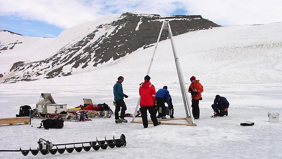 Bei der Bohrung im Jahr 2013 wurden beim Lake-Hodgson erstmals Bakterien in einem subglazialen See nachbewiesen.
