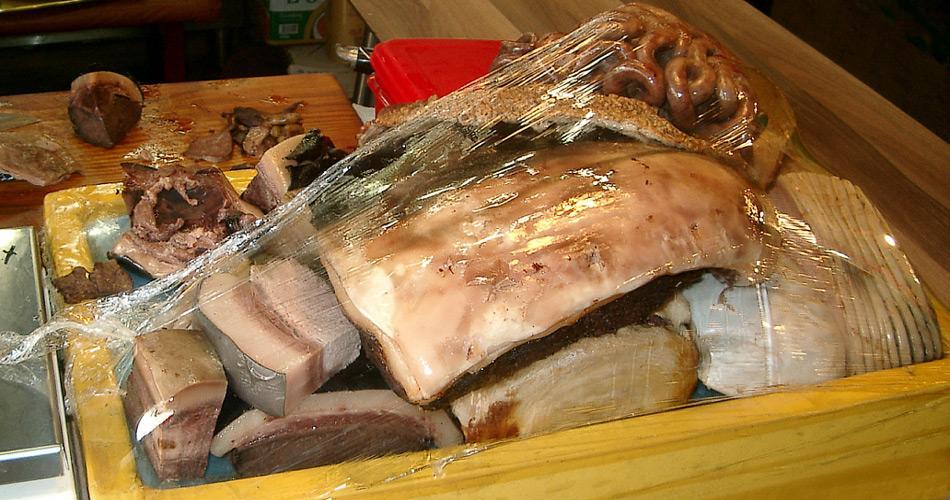 Das Angebot für Walfleisch auf dem Fischmarkt von Ulsan in Südkorea ist reichhaltig.