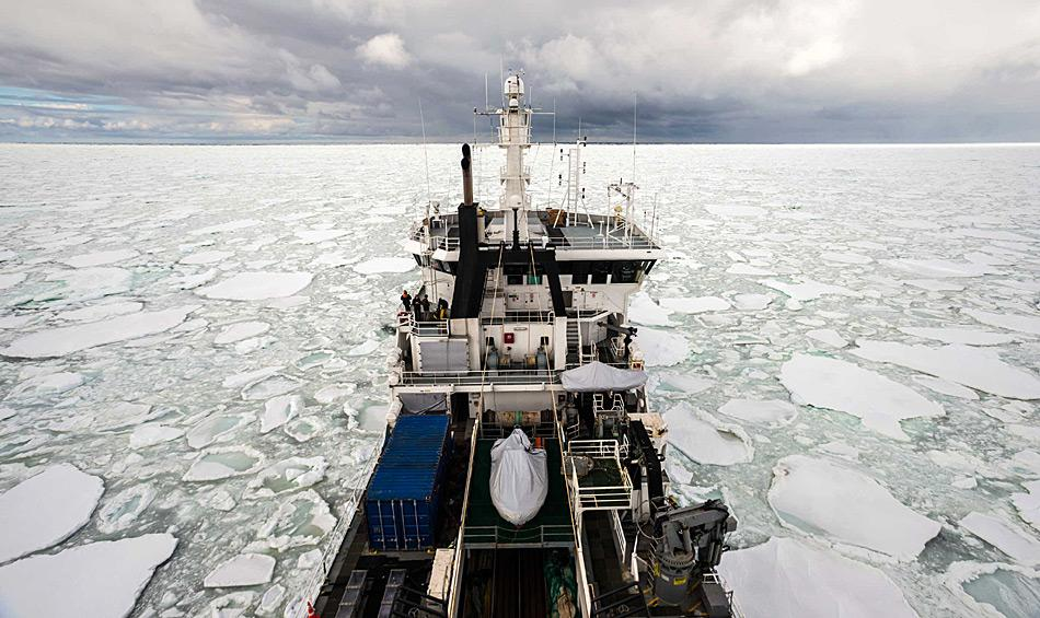 Die Eisgängigkeit der RV Tangaroa war unverzichtbar für die Forscher, um das Ökosystem des Südpolarmeers zu untersuchen. Photo: Dave Allen, NIWA