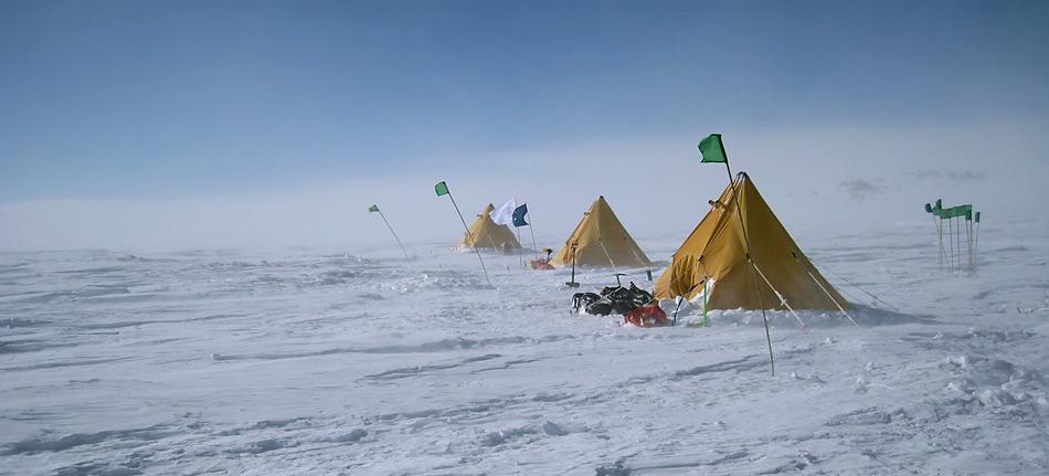 Der Suchtrupp des Vulkanologen Openheimer erlebte im Camp ähnliche Verhältnisse wie Scott's Männer vor 100 Jahren.