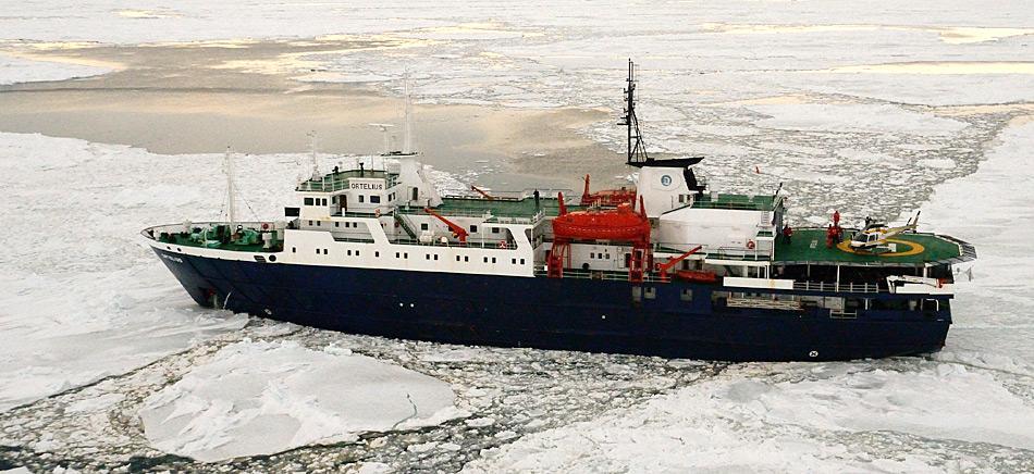 Die IAATO regelt seit 25 Jahren den Tourismus in der Antarktis. Im Bild die MV «Ortelius» der holländischen Reederei «Oceanwide Expeditions». Die «Ortelius» ist zurzeit das einzige Touristen-Schiff welches bei einigen Abfahrten Helikopter mitführt.