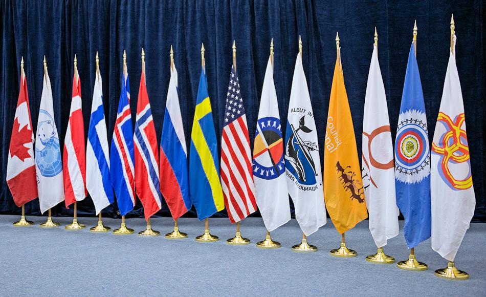 Der Arktisrat besteht aus den acht Mitgliedsstaaten USA, Kanada, Russland, Dänemark, Island, Norwegen und Schweden und aus 12 Beobachterstaaten. Der Rat kümmert sich um alle Belange der Arktisnationen inklusive Klima- und Umweltaspekte wie auch kulturelle und politische Punkte, die die arktischen Völker betreffen. Bild: Arctic Council