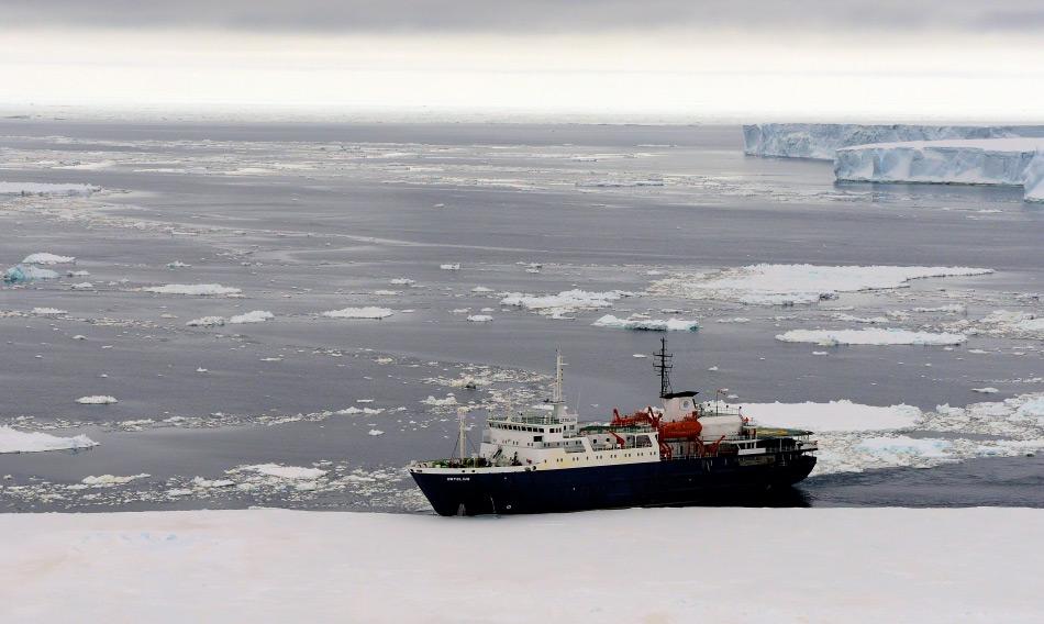 Neben den arktischen Gebieten wächst auch der Tourismus in der Antarktis. Mehr als 40'000 Besucher werden nächstes Jahr auf dem eisigen Kontinent erwartet. Bild: Michael Wenger