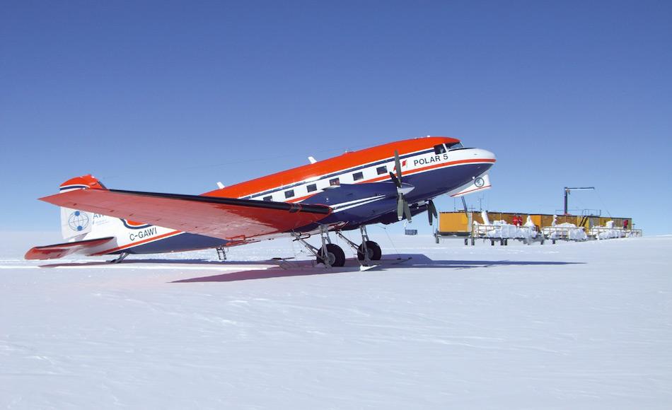 Die Maschine Polar 5 hatte ihre Laufbahnstart in der Antarktis 2007 und besuchte unter anderem die Kohnen-Station und Neumayer. Bild: © S. Müller-Marks