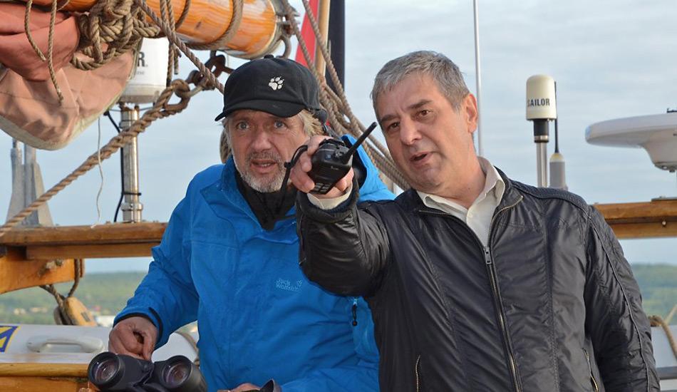 Ein russischer Lotse zeigt Arved Fuchs den Weg: «Hier geht es nach Spitzbergen».