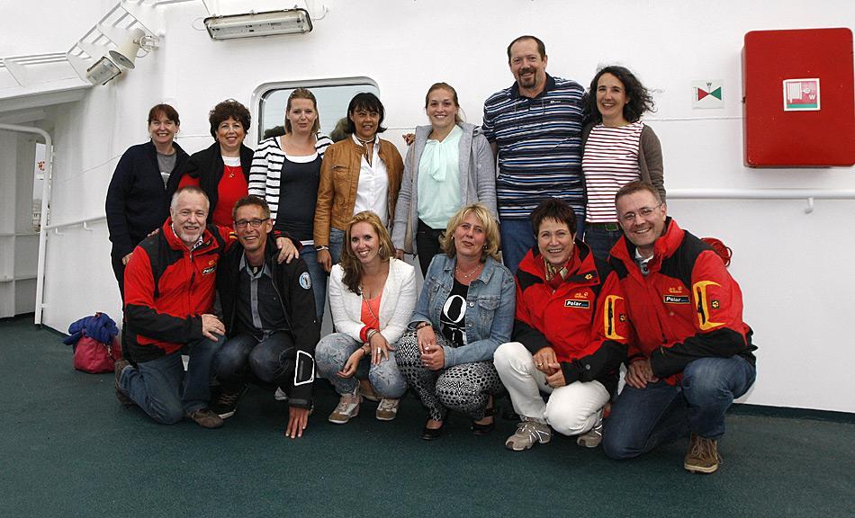 Freundschaftliche Businesspartner: Heiner Kubny und Michel van Gessel (vorne links), Rosamaria Kubny und Michael Wenger (vorne rechts) mit dem Team von Oceanwide.