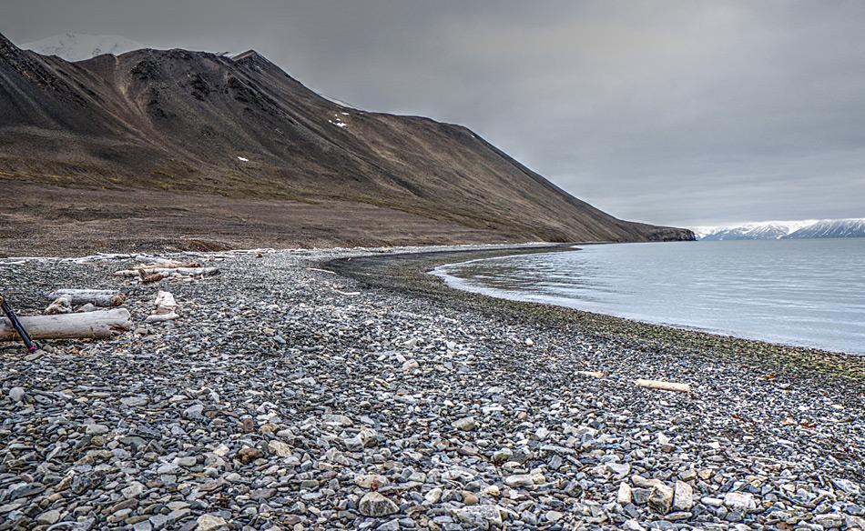 Das Ergebnis der Aufräumaktion ist offensichtlich: Kein Müll und kein Plastik ist mehr zu sehen und bedrohen die Umwelt Svalbards nicht mehr. Foto: Alex Chavanne