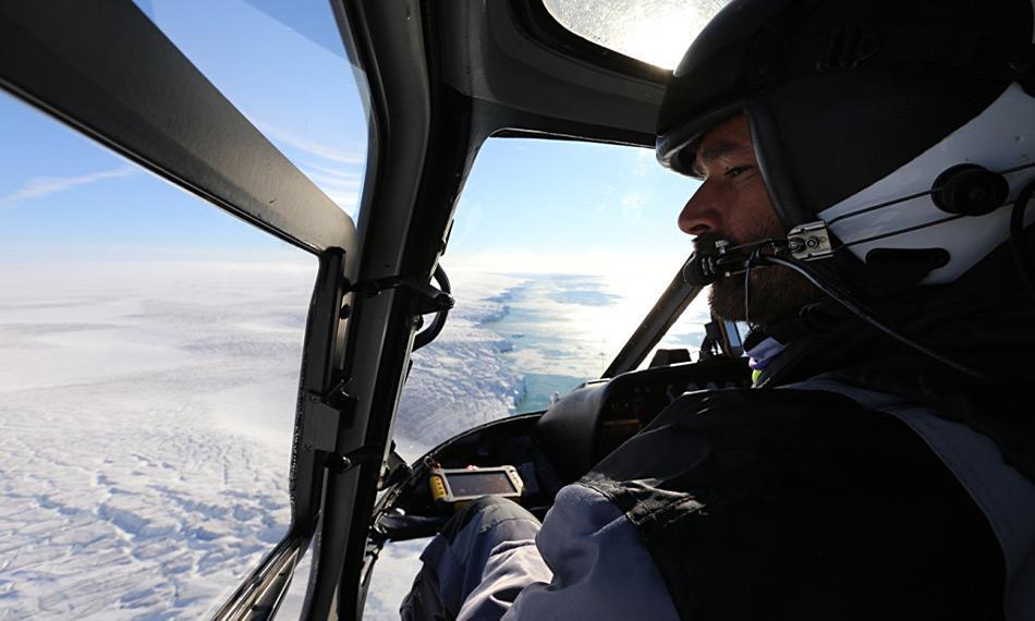 Die Eisbären werden vom Hubschrauber aus gezählt, um so ein grösseres Gebiet überwachen zu können. Foto: Magnus Andersen, Norwegian Polar Institute