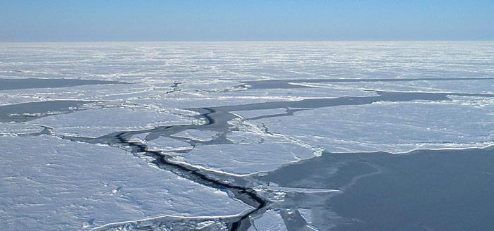 Aufgerissene Eisdecke Spitzbergen