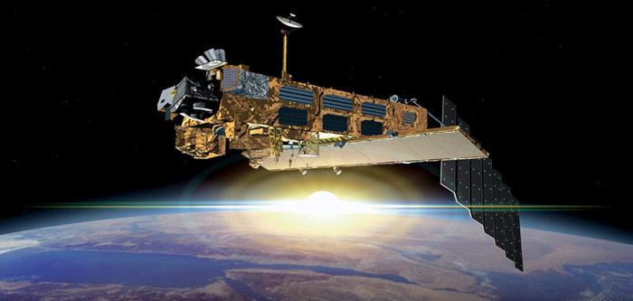 «Envisat» wurde am 1. März 2002 gestartet und sollte ursprünglich bis 2007 seinen Dienst verrichten. Am 8. April 2012, nach mehr als der doppelten ursprünglich veranschlagten Lebensdauer von fünf Jahren, fiel der Satellit aus.