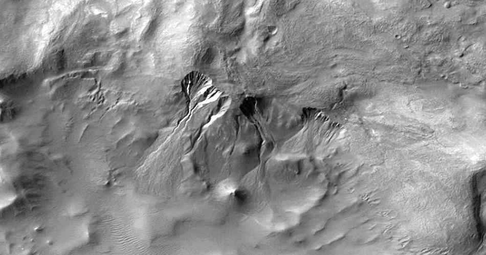 Bemerkenswert ist die Ähnlichkeit zu Schluchten auf dem Mars.