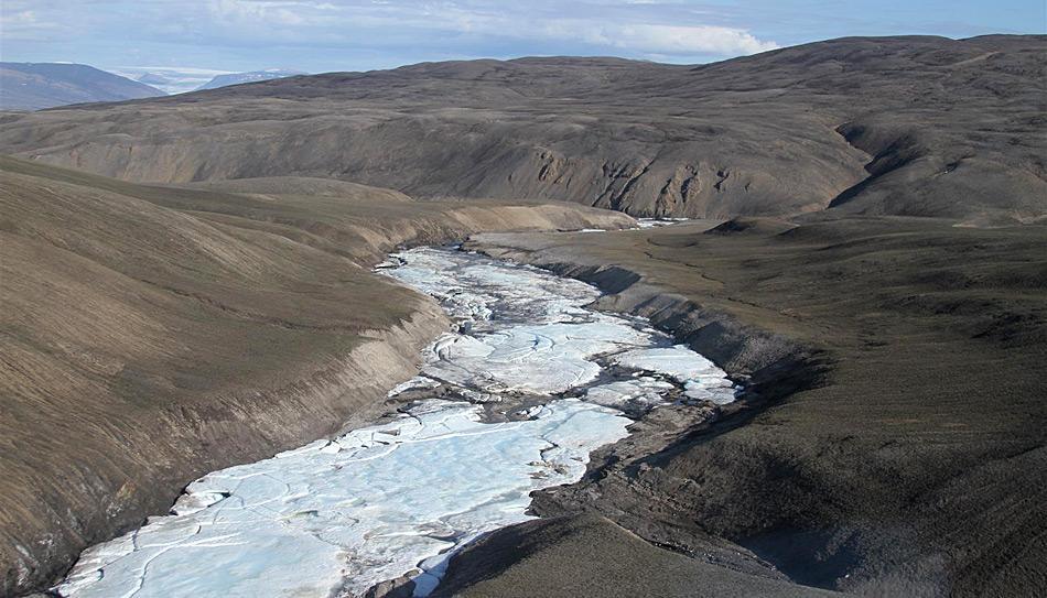 ...um dann im Tal zu einem kompakten Eisfeld zu gefrieren.