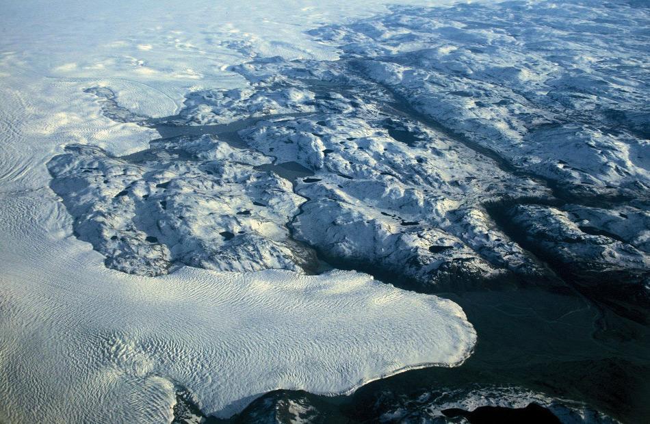 Der Eispanzer bedeckt 82% Grönlands und liefert jedes Jahr tausende von Eisbergen in die umliegenden Meeresgebiete. Bild: Hannes Grobe