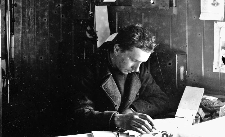 Der deutsche Polarforscher Alfred Wegener unternahm insgesamt 4 Expeditionen nach Grönland. Er starb wahrscheinlich im November 1930 während einer Expeditionstour. Sein Tagebuch von damals blieb verschollen. Bild: AWI