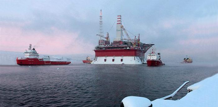 Die Ölplattform im Hafen von Murmansk. Amerikaner und Russen wollen gemeinsam die Ressourcen der Arktis ausbeuten.