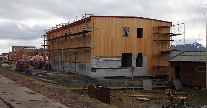 Angeblich soll in diesem Neubau die nördlichste Bierbrauerei eingerichtet werden.