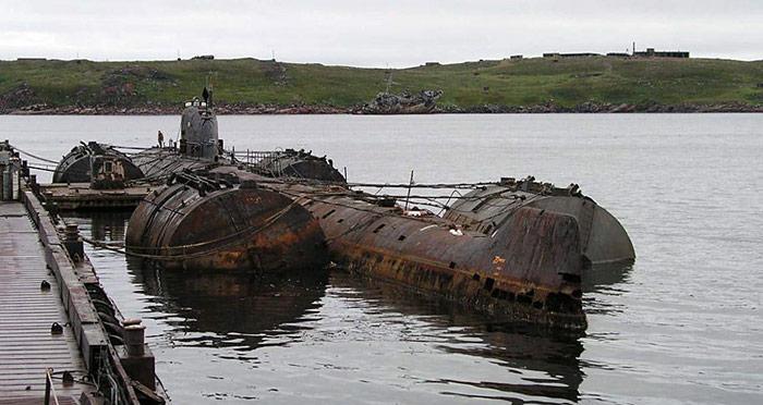 Das Atom U-Boot K-159 war jahrelang in der Marinebasis «Gremicha» verankert und sollte zur Entsorgung in eine Werft in Poljarny geschleppt werden.