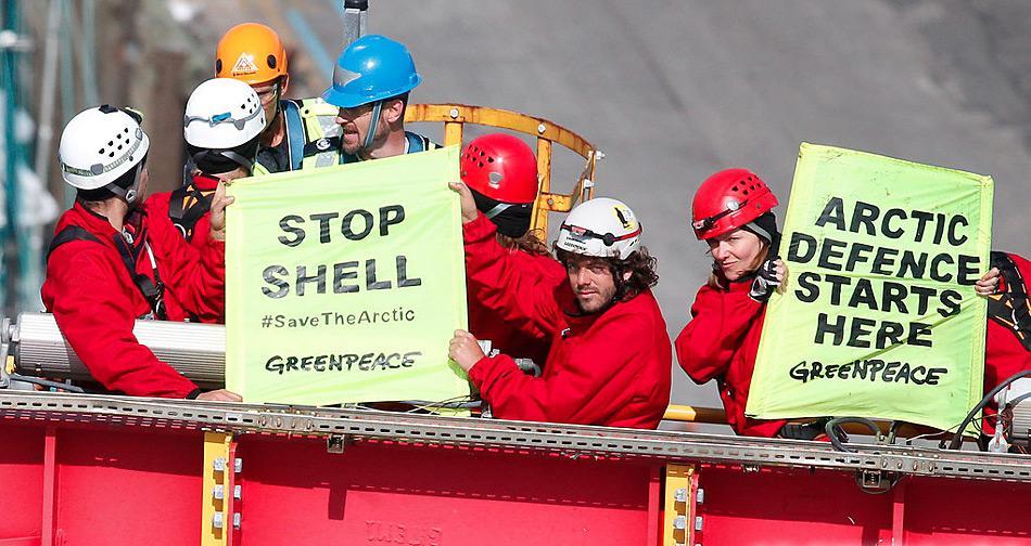 Die Umweltschutzorganisation Greenpeace protestiert schon seit Jahren für ein Förderverbot in der Arktis, wie man nach den sich häufenden Zwischenfällen sieht nicht grundlos.