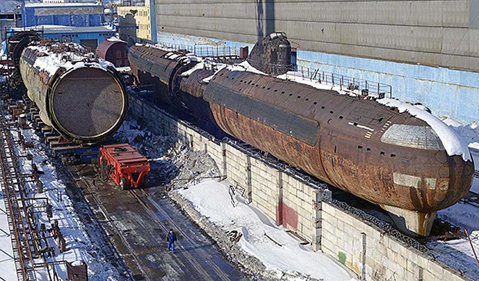 Die «Krasnador» war 143 Meter lang und 18,2 Meter breit. Die Besatzung zählte 94 Mann, es konnte bis 450 tief tauchen und erreichte unter Wasser eine Höchstgeschwindigkeit von 56 km/h.