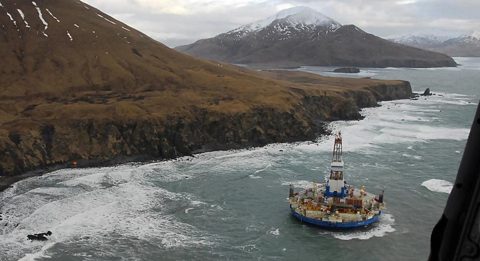 Die Zusammen mit dem Schiff «Noble Discoverer» war die Bohrplattform «Kulluk» an der Exploration von Öllagerstätten im Nordpolarmeer beteiligt. Bei der Überführung nach Seattle lief die Plattform im Sturm auf Grund und strandete bei Sitkalidak Island.