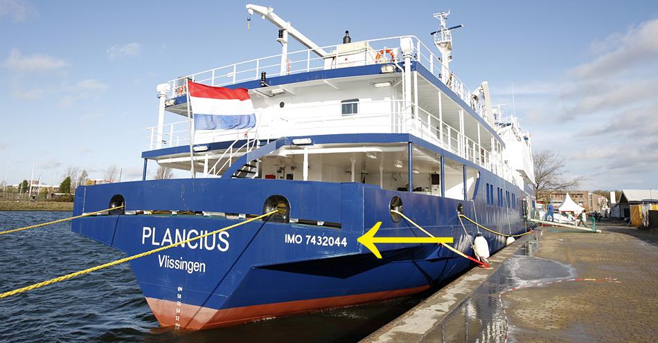 Jedes auf den Weltmeeren verkehrende Schiff ist mit dem IMO-Code versehen, wie die «Plancius» der Reederei Oceanwide Expeditions.