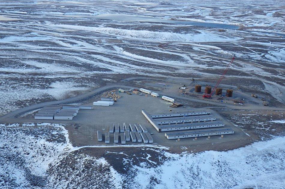 Um die Schürfung des Mary River-Eisenerzes voran zu treiben musste zuerst die Infrastruktur 500 Kilometer nördlich des Polarkreises erstellt werden.