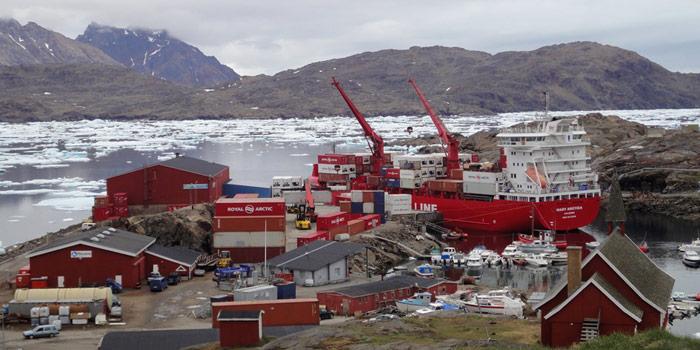 Royal_Arctica_im_Hafen