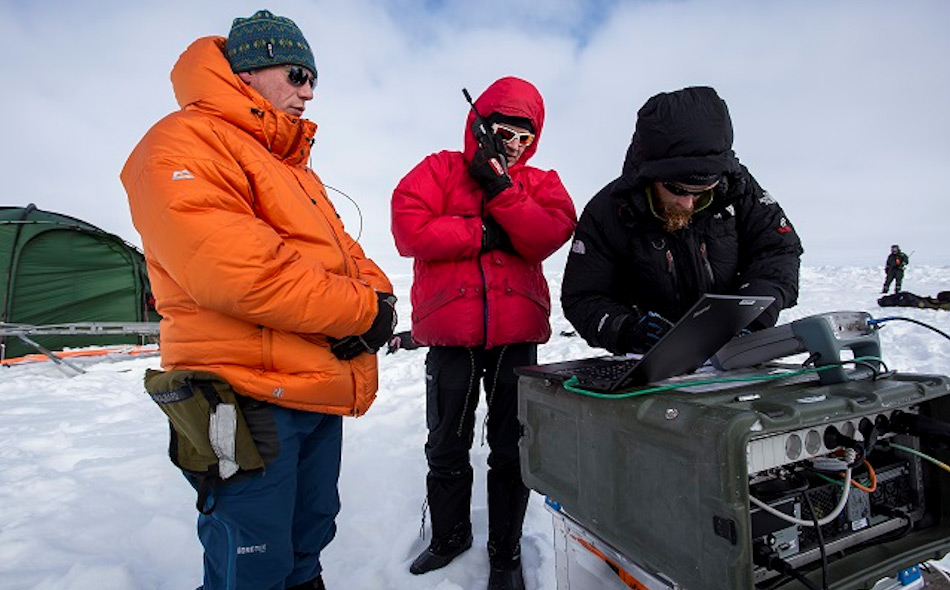 Das Team aus norwegischen Kommunikationsexperten und Ingenieuren war äusserst zufrieden mit ihrem erfolgreichen Versuch einer Breitbandverbindung.