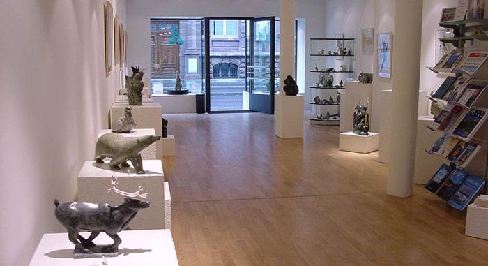 Seit nunmehr 13 Jahren präsentiert die Familie Grunder in den hellen Räumen an der Spalenvorstadt 5 Inuit-Kunst.