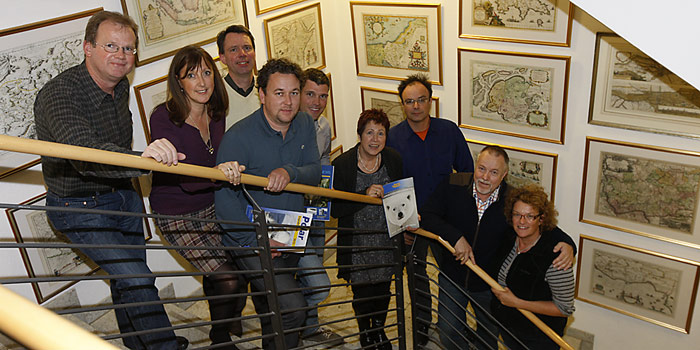 Glückliche Gesichter – die PolarNEWS Crew mit ihrem neuen Partner Ikarus.