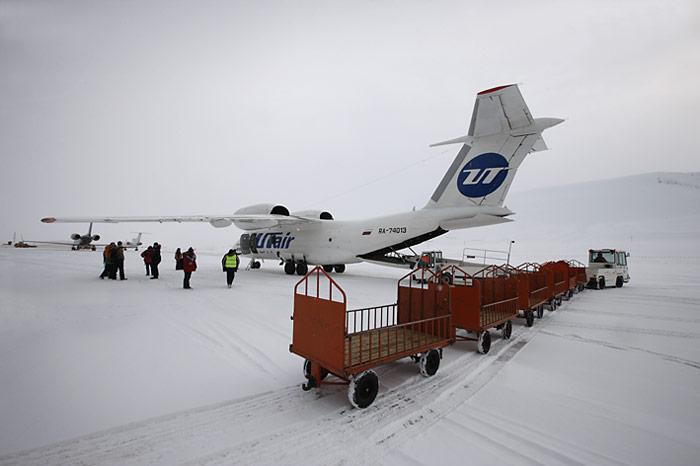 001 Spitzbergen Antonov-74
